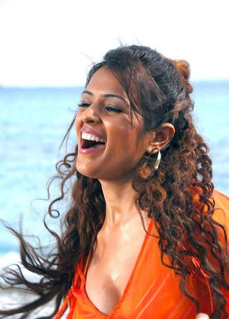 Sizzling Anjana Sukhani cute photos