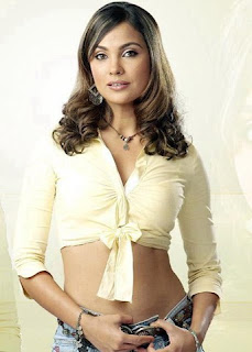Lara Dutta boobs Photos