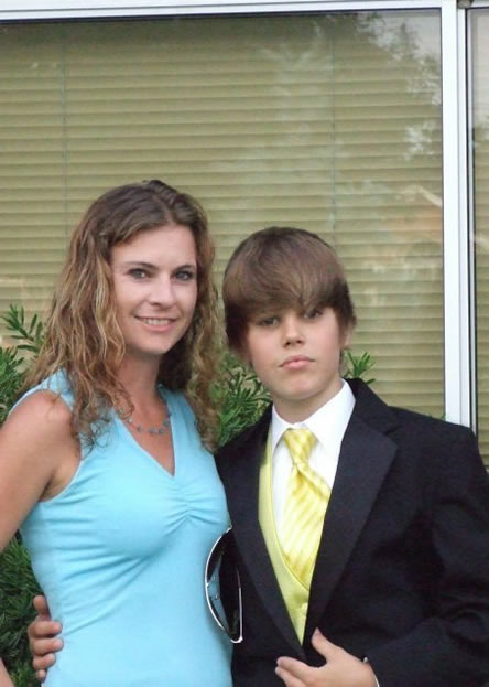 Selena Gomez Justin Bieber Kissing Games. justin bieber kissing selena