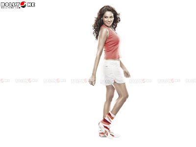 Bipasha Basu poses for Reebok3