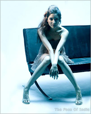 Wallpapers Of Anushka Sharma. Anushka Sharma Beautiful Legs