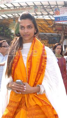 Deepika Padukone At Siddhi Vinay Temple2.jpg