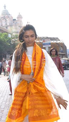Deepika Padukone At Siddhi Vinay Temple1