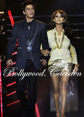 SRK-Gauri Walks Ramp