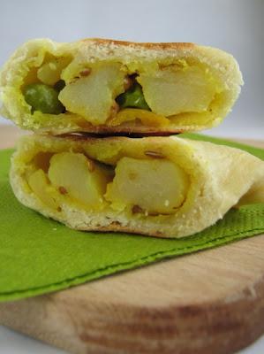 samosy z ziemniakami i groszkiem