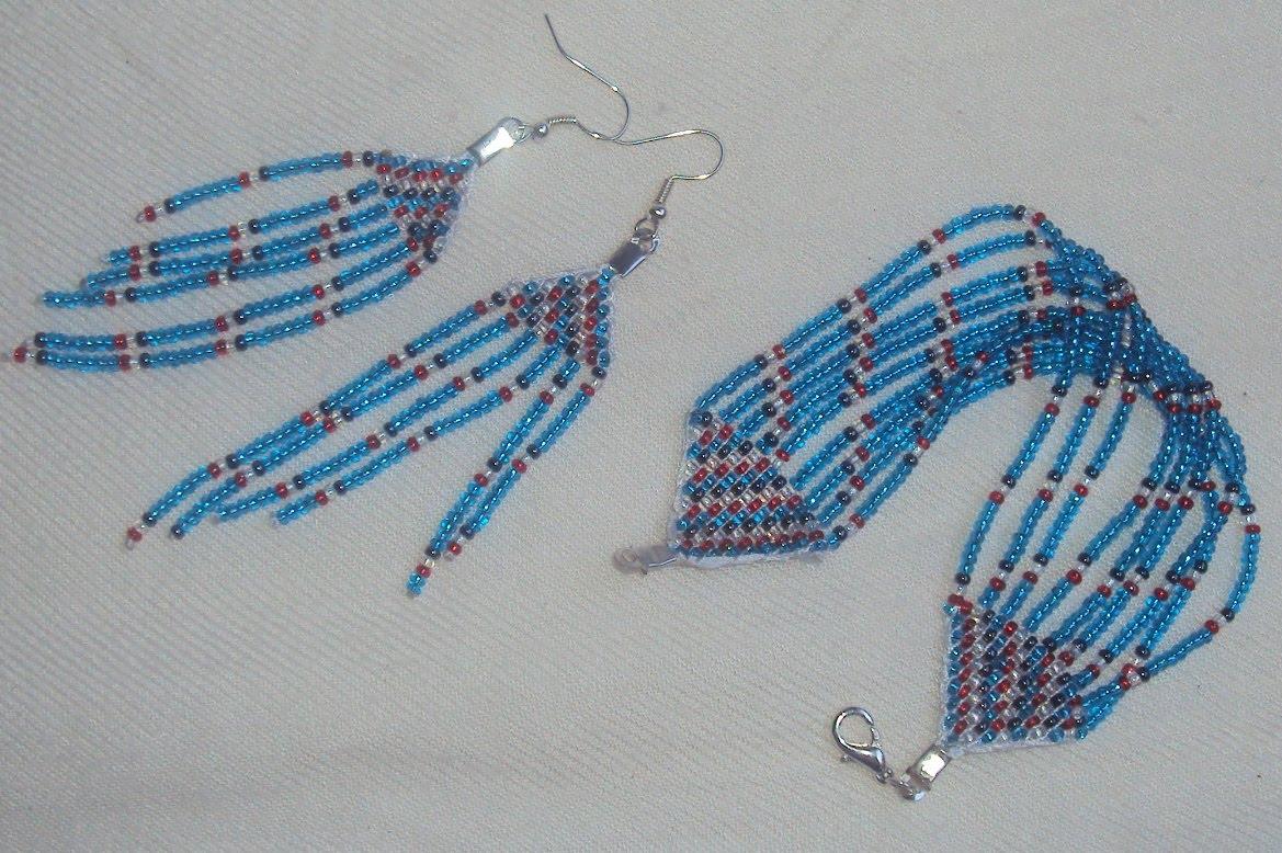 juego de pulsera y aretes tejidos en telar