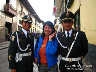 Mei with two polices in Cusco of Peru