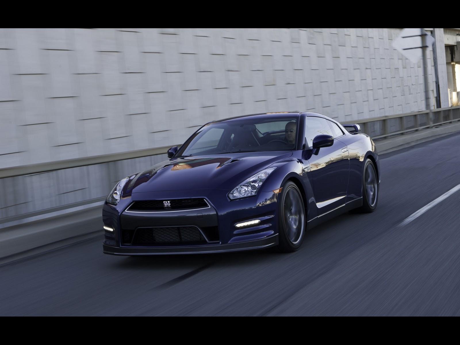 http://1.bp.blogspot.com/_viCh1SFyGrA/TOcymp1x-xI/AAAAAAAAAGc/as7hyO9d8Ac/s1600/2012-Nissan-GTR-Front-Angle-Speed-2-1920x1440.jpg