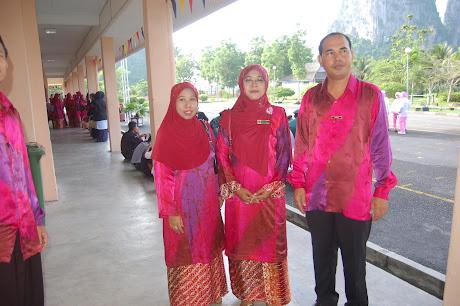.....Batik/Guru Kanan/Kaunselor.