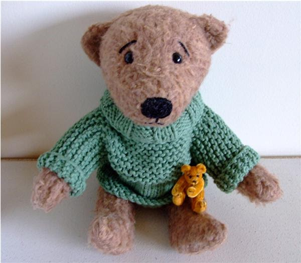 Jumper Knitting Pattern For A Teddy Bear : misswoollyknits: Edward...