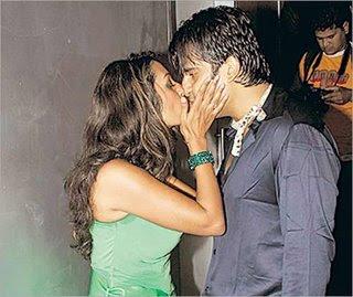 Amrita Singh Hot Kiss