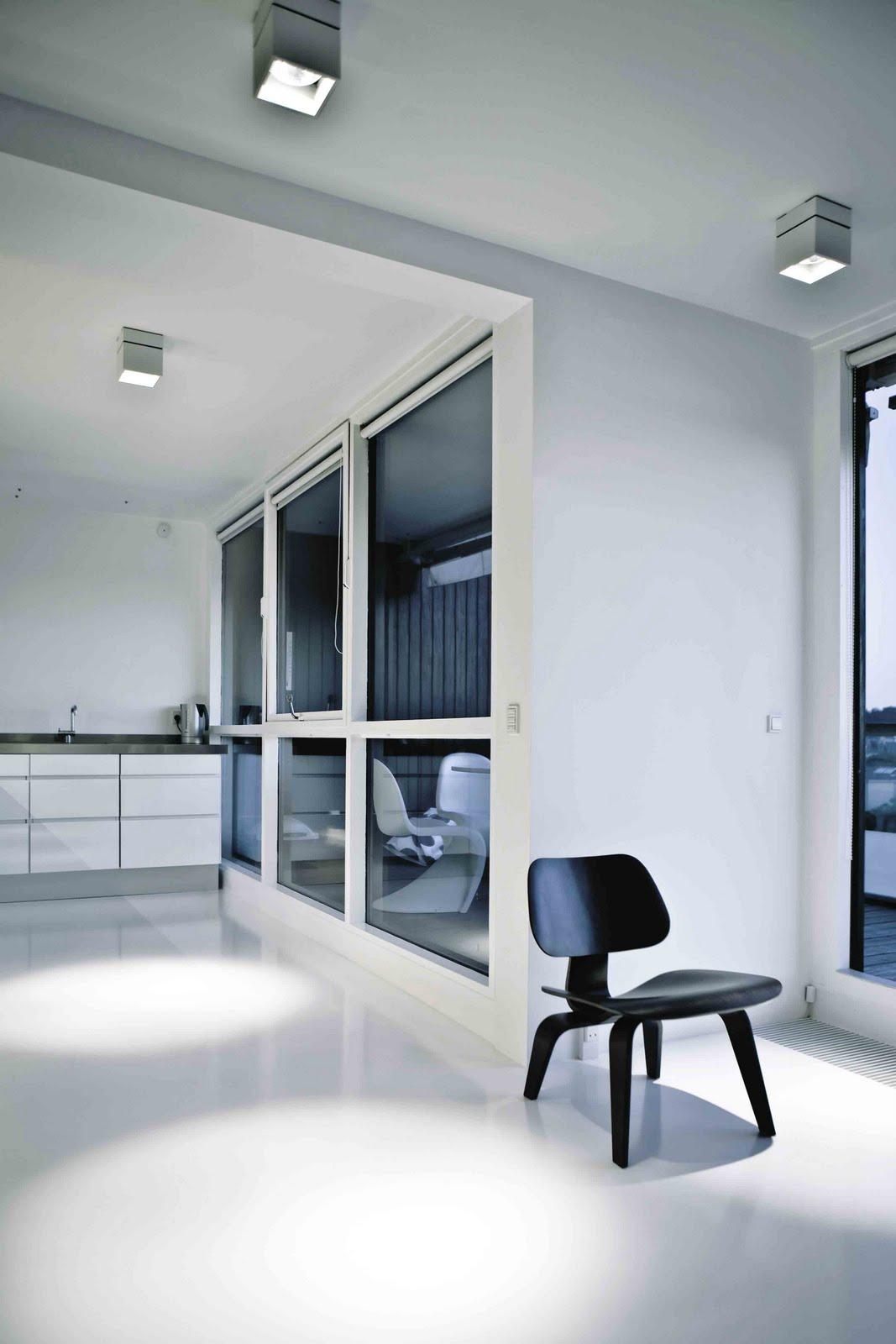 Interiores minimalistas apartamento en blanco y negro de for Apartamentos minimalistas