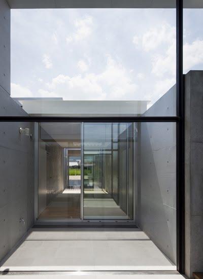 Interiores minimalistas la casa ishizuchi de kazuyuki - Casas minimalistas interiores ...