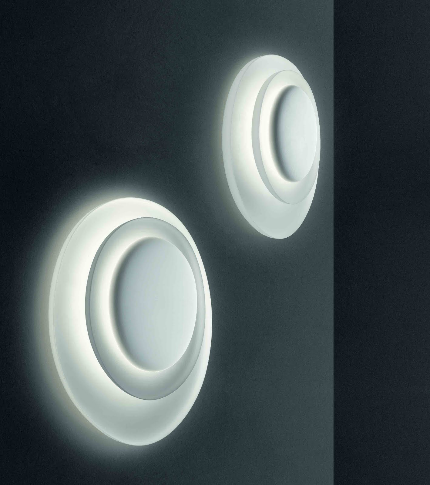 Bahia, An Attractive Wall Light by Paolo Lucide &amp; Luca Pevere for Foscarini