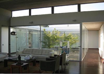 Una casa con patios un proyecto del arquitecto ricardo - Fotos patios interiores ...