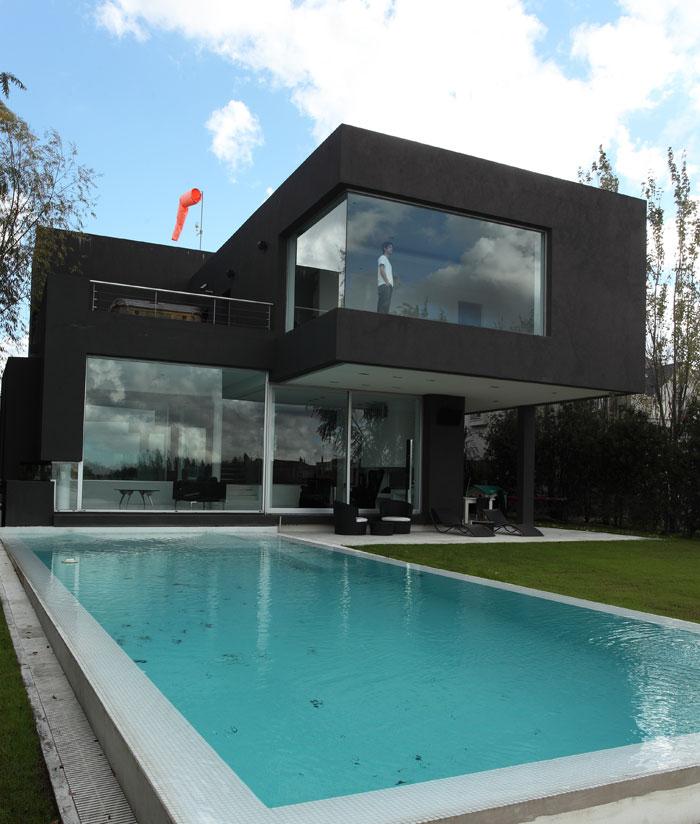 la casa negra de andr s remy arquitectos dise o de