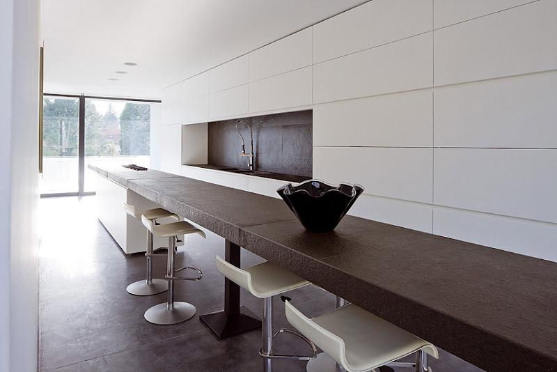 Elegante casa minimalista dise ada por bruno erpicum - Casa minimalista interior ...