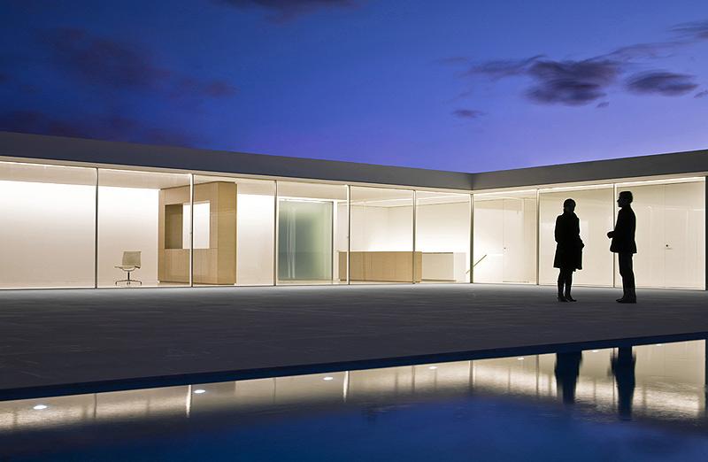 Los interiores minimalistas de 2010 y ii interiores for Atrio dentro casa