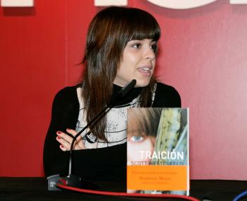 Leonor Martín en la charla de presentación de Traición, de Scott Westerfeld