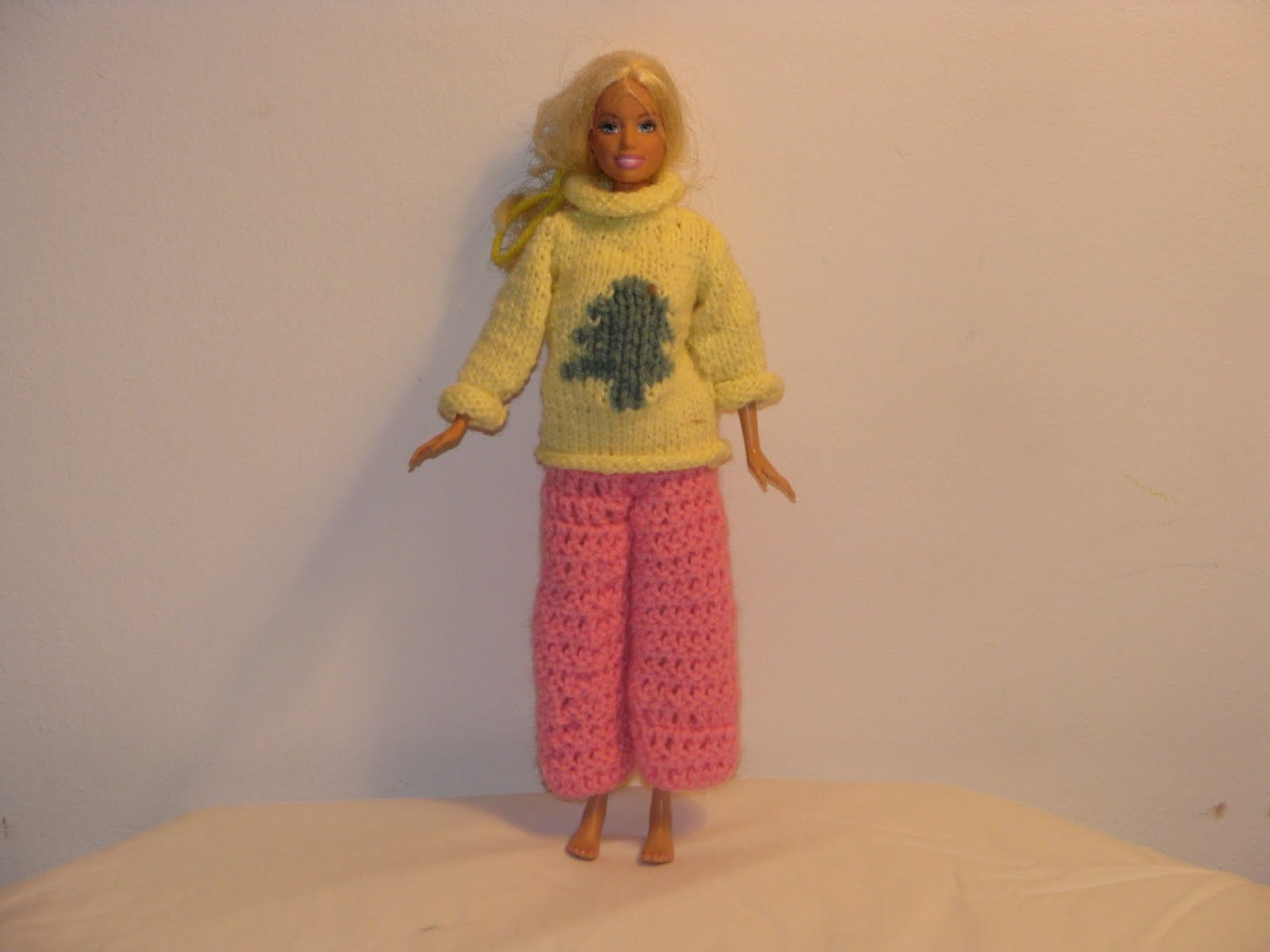 Craft Attic Resources: Barbie Christmas Sweater Knit