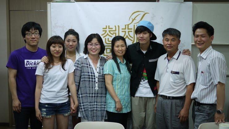 http://1.bp.blogspot.com/_vu9uqzISxb0/TG0jfcKAXnI/AAAAAAAANGE/xiGTsl9SJxA/s1600/kyuwithfam.JPG