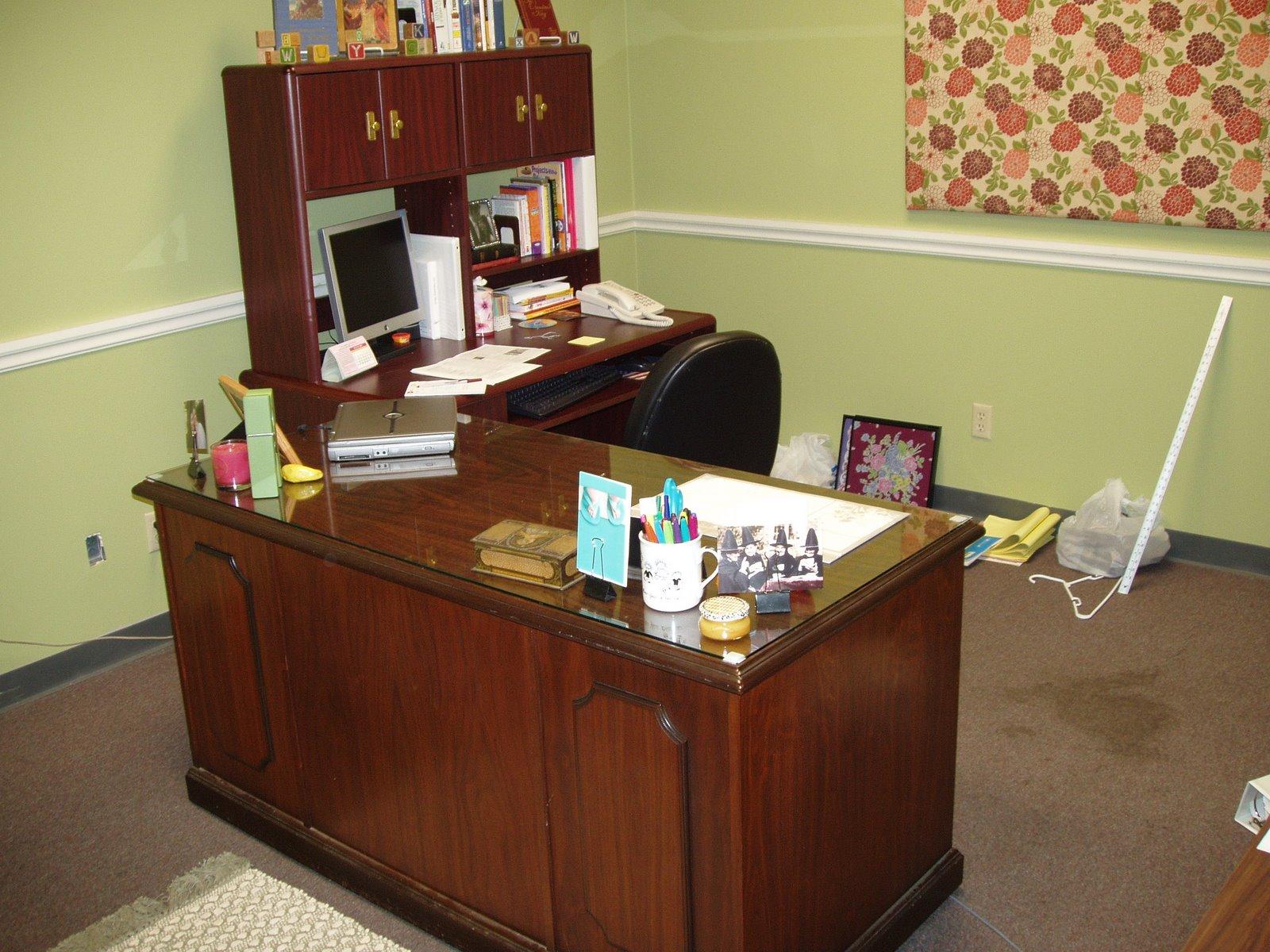 [office+(3).JPG]