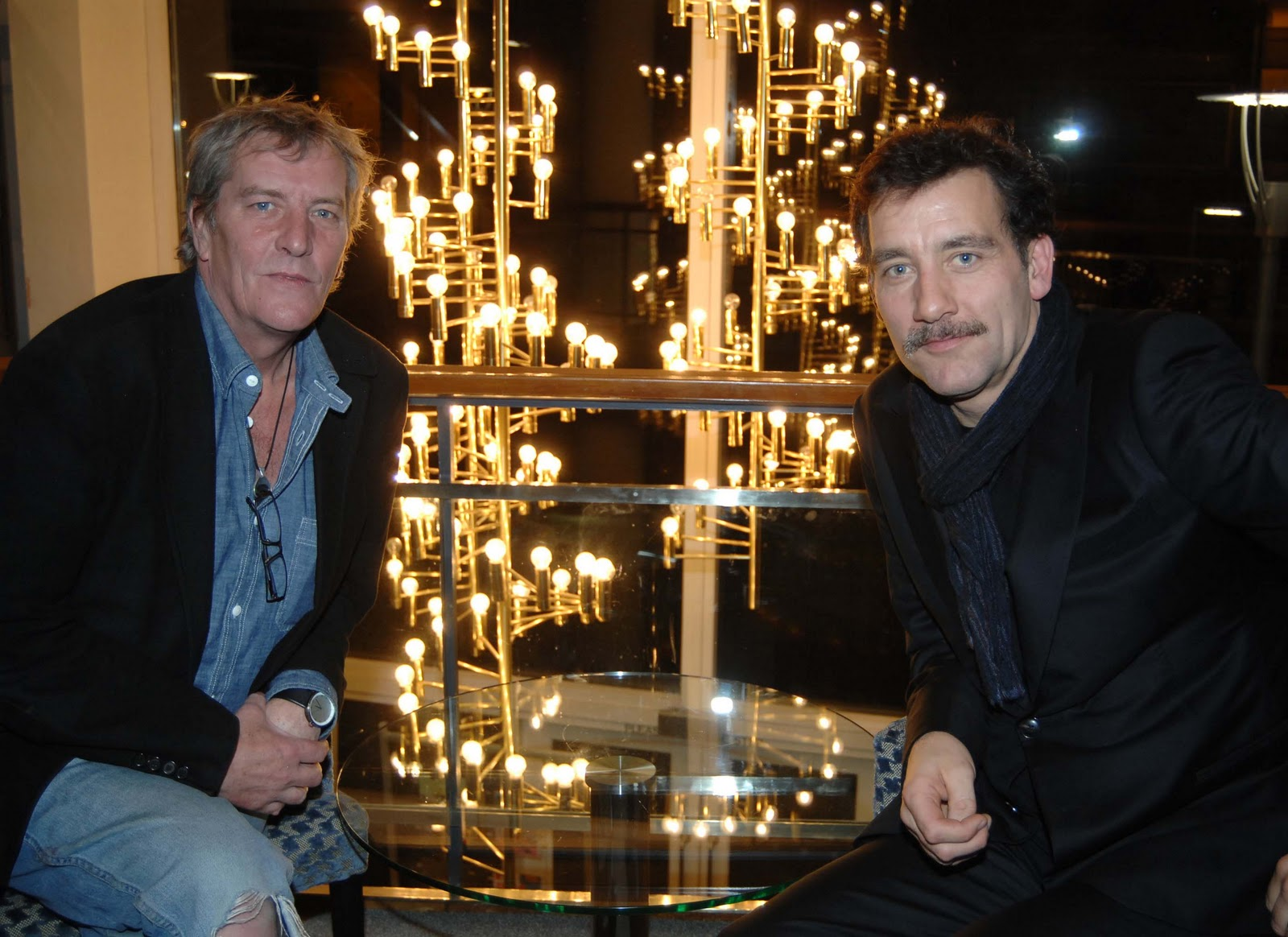 http://1.bp.blogspot.com/_vxRM7z378Jk/TTiw90WJ7GI/AAAAAAAAoDk/DiJwvdUKoFA/s1600/Hamish_Glen_and_Clive_Owen_-_photo_by_George_Archer.jpg