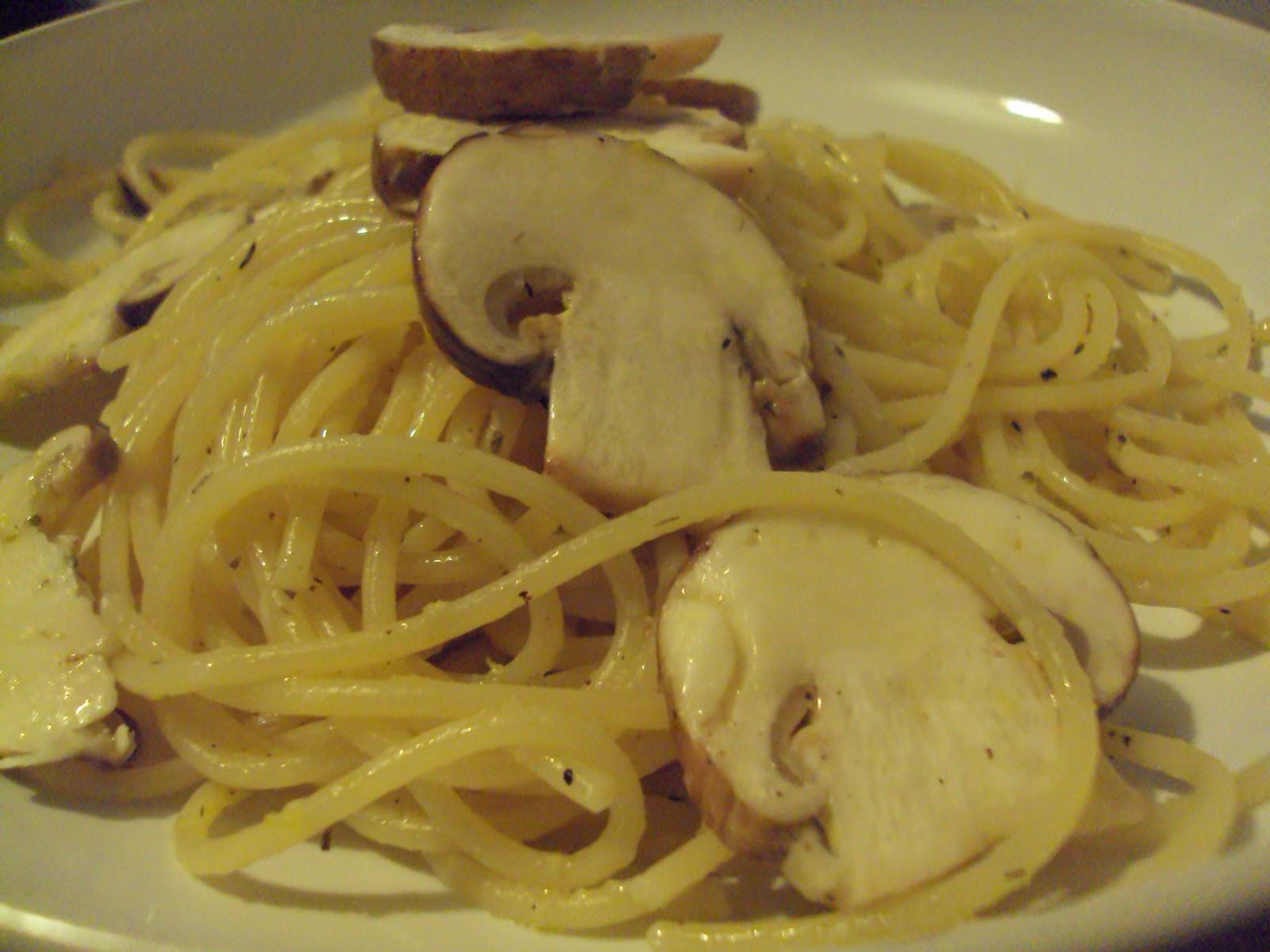 Linguine+with+lemon%2C+garlic+and+thyme+mushrooms.JPG