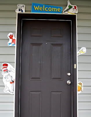 Kara 39 s party ideas dr seuss theme party ideas baby shower for Baby shower front door decoration ideas