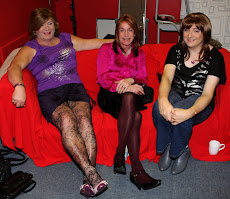 Myself, Di and Kate on teh sofa