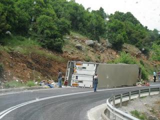 Κλειστή η εθνική οδός στο Μενίδι