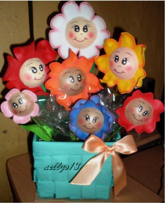 LAS MUÑECAS DE NELLYS...: Arreglo de flores fofuchas