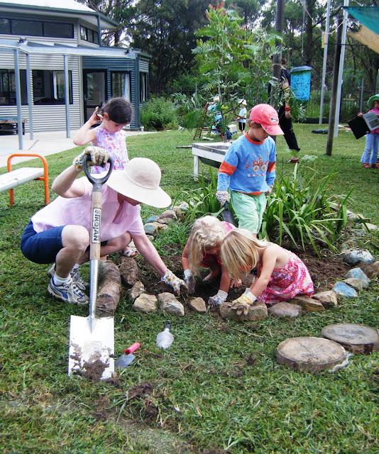 Let the children play gardening with children at preschool for Gardening with children