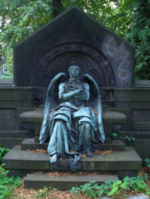 Chronos, sleeping on Wolff grave photo by Mutter Erde