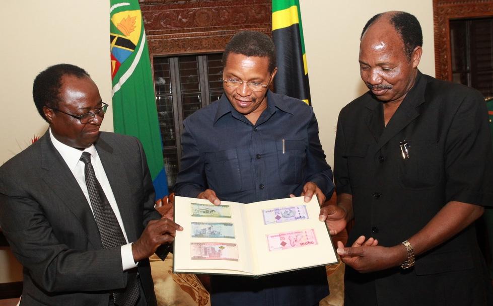 PROF. NDULU PRESENTED THE NEW TANZANIA SHILING CURRENCY NOTE TO