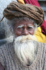 Um sadhu no Nepal, com suas longas tranças