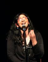 سامية تغني مع فرقة إسكندريللا في مسرح الجراج - الجزويت - الإسكندرية