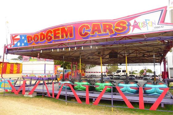 Una foto de los dodgem cars que están en el parque