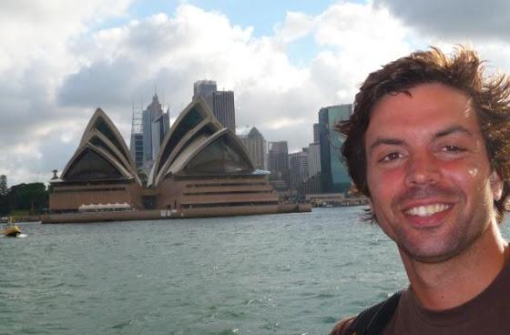 Aquí estoy yo enfrente del Opera House de Sidney, en Australia