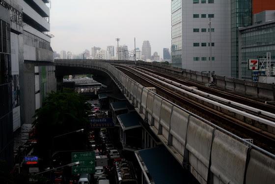 """El tren va volando """"skytrain"""" y va súper rápido y te lleva a todos lados"""