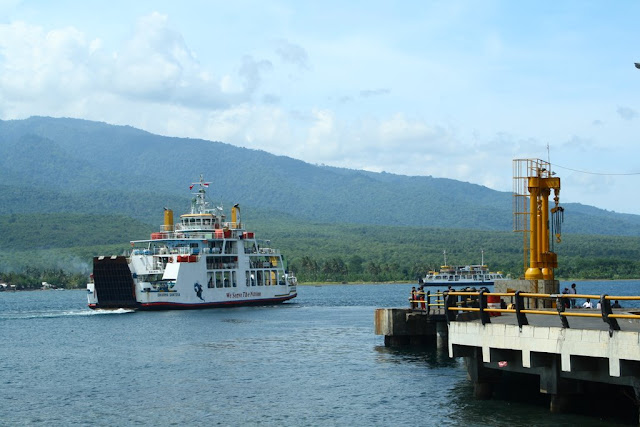 El ferry en Lombok, Indonesia