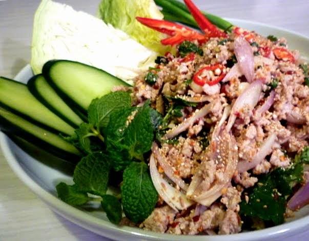 3 hungry tummies: Larb Gai ลาบไก่ Thai Minced Chicken Salad