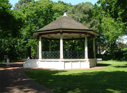 [bandstand+jun2009+by+John+Wilso+lo-res.jpg]