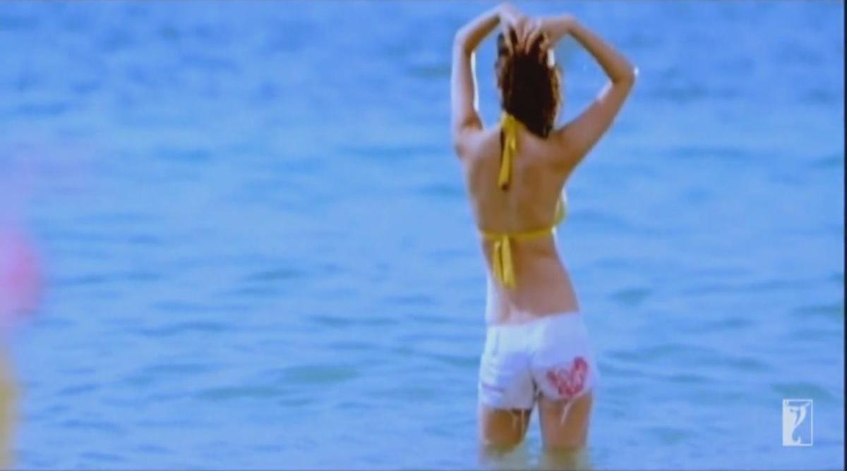 Anushka Sharma bikini pics