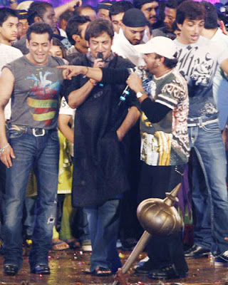 Salman Khan plays Dahi Handi