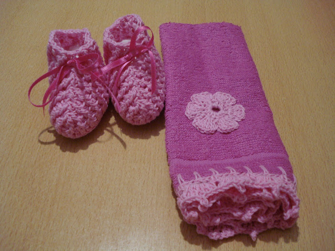 toallita y escarpines de hilo