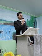 Pregando em nossa congregação Vila Caroline