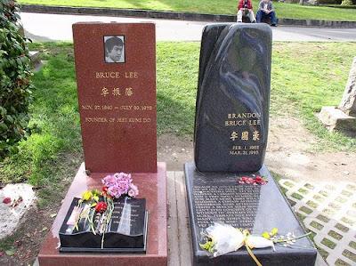 Bruce Lee funeral _ 1973 | wushu clips Bruce Lee Open Casket
