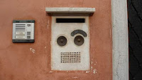 House buzzer in Venice that looks like the face of a robot