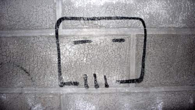 Graffiti image of a cubist skull found in Venice, Italy